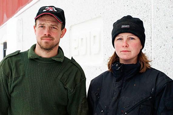 Erik Jörmgård, tredje generationens bonde på gården, och sambon Maria Eriksson.
