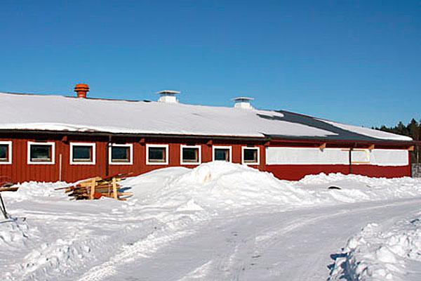 Längst till höger syns den nya utbyggnad som gjorts. Med den har Varima Bonderi utökat till 150 liggbås.