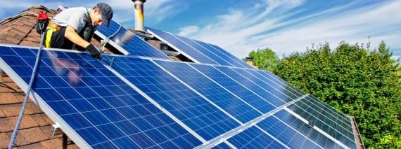 Många hustak kan användas för solceller som ger egen el. Foto: Naturskyddsforeningen.