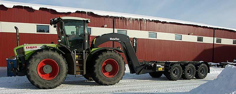 Claas Xerion traktor tillkopplad med en MetaFlex24