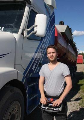 Att frakta gödsel har så här långt visat sig vara en bra verksamhet för Pär Eriksson.  Ett arbete han trivs bra med.