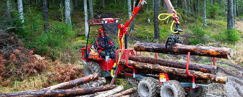 Lastning går snabbt smidigt och enkelt med hydraulkranen, som kan fås i tre olika längder.