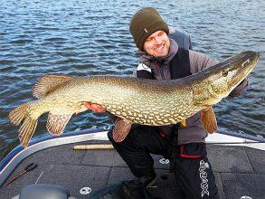 Fiskejournalens Rasmus Ljungqvist tar årets största gädda